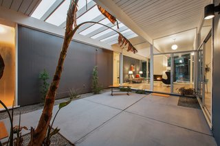 Real Estate Roundup: 10 Midcentury Modern Eichlers For Sale - Photo 2 of 10 -