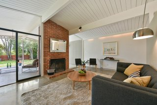 Real Estate Roundup: 10 Midcentury Modern Eichlers For Sale - Photo 8 of 10 -