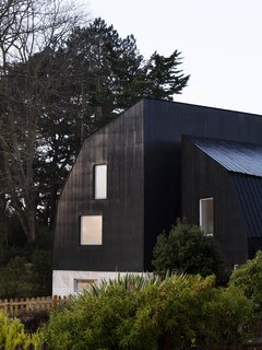 Resembling the Inverted Hull of a Ship, an English Guest House Pays Homage to the Harbor - Photo 1 of 13 -