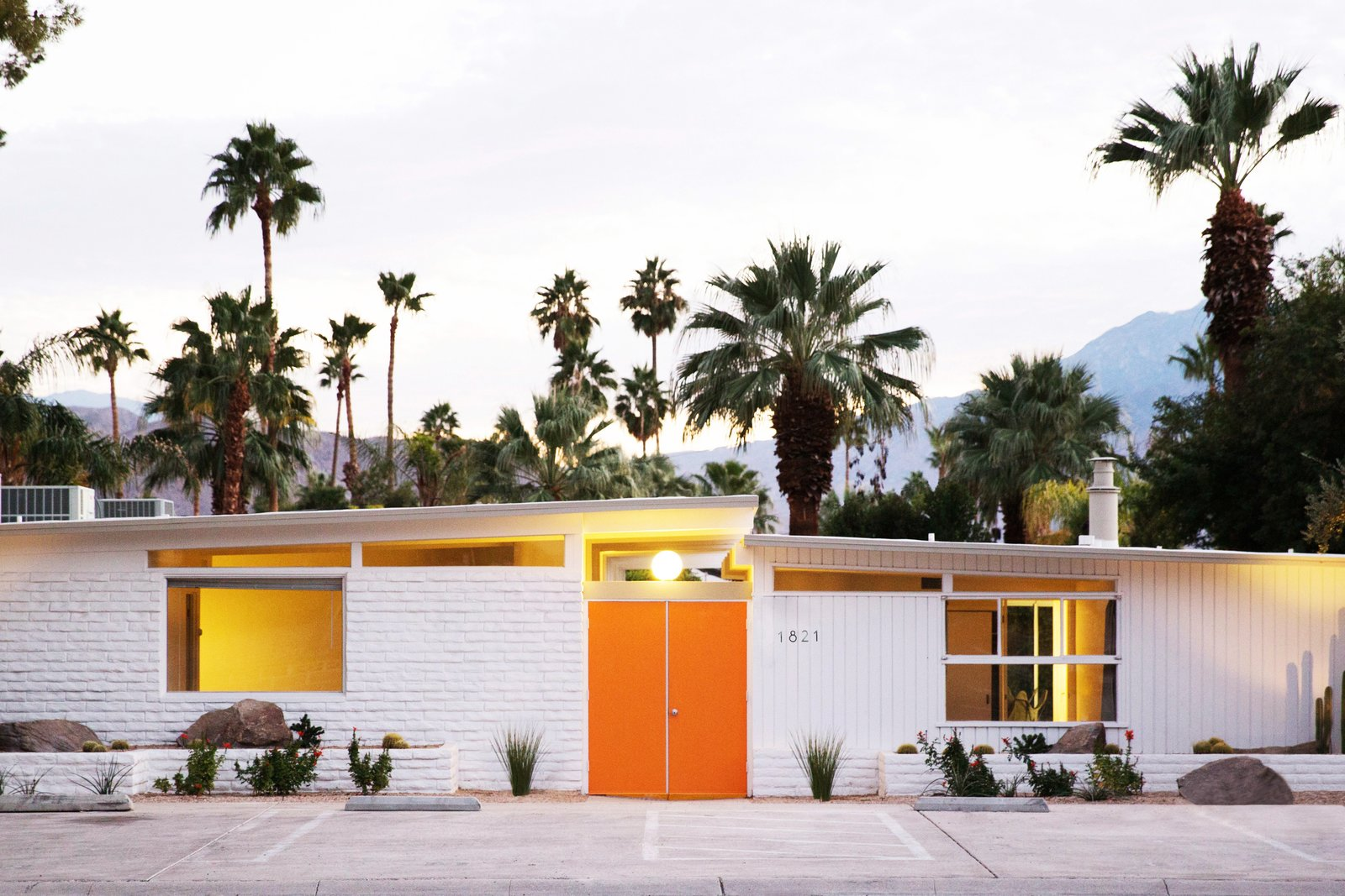 Photo 1 of 12 in A Celebrated Palm Springs Hotel Asks $1.8M