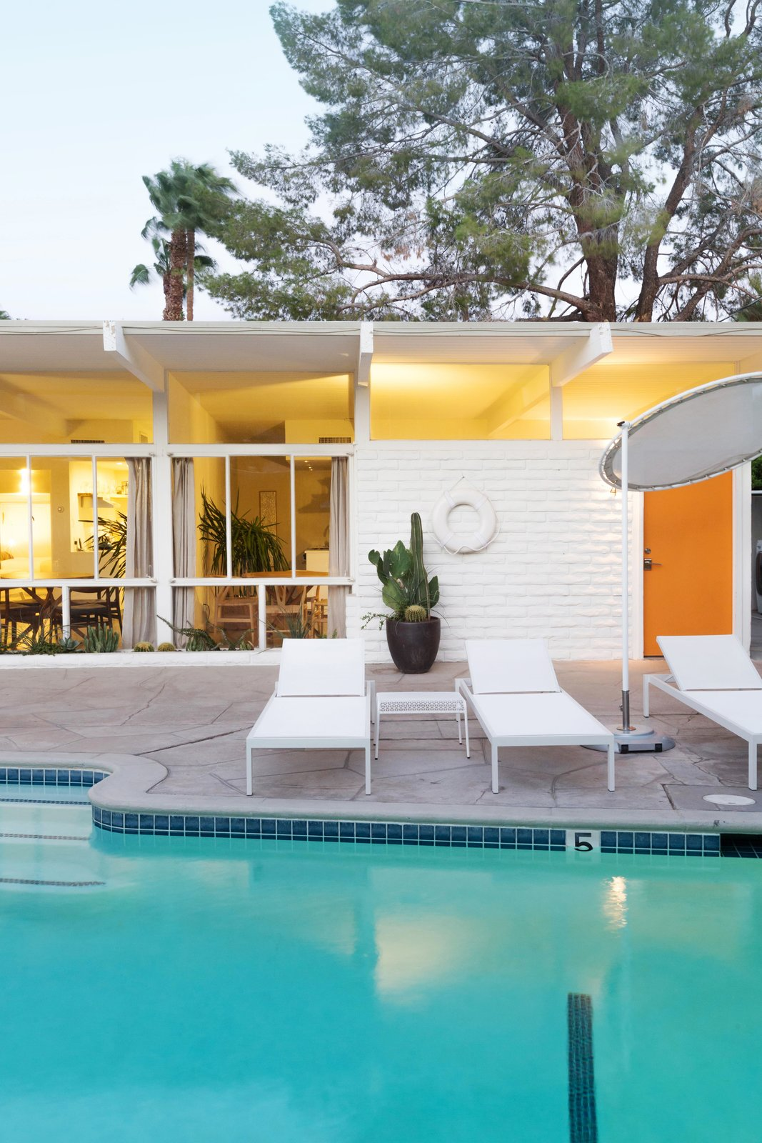 Photo 10 of 12 in A Celebrated Palm Springs Hotel Asks $1.8M