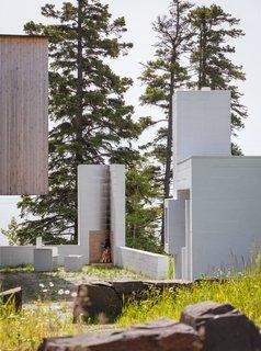 A Lake Superior Escape With a Whitewashed Masonry Sauna - Photo 2 of 12 -