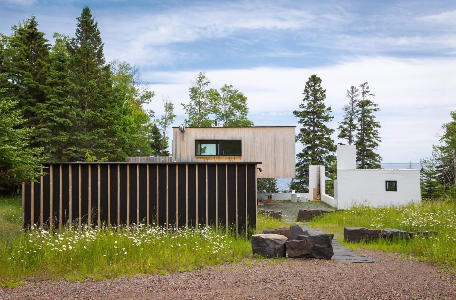 A Lake Superior Escape With a Whitewashed Masonry Sauna