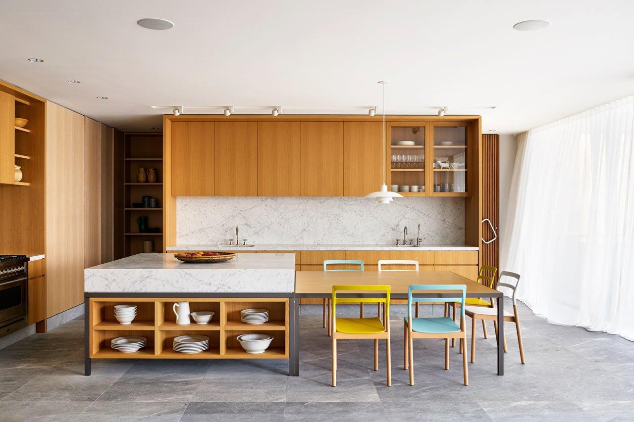 The interior feels expansive as furnishings were kept to a minimum. #designmilk #bondibeach #tobiaspartners