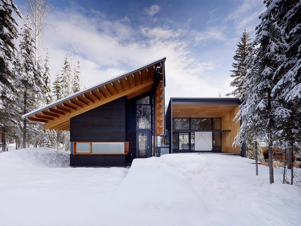 Located adjacent to Kicking Horse ski resort in the Canadian Rocky Mountains, the Kicking Horse Residence was designed by Bohlin Cywinski Jackson as a family weekend getaway built for some amazing skiing.