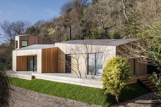 A Modern Holiday Home on a Cliff on the South Coast - Photo 2 of 18 -