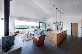 A Modern Holiday Home on a Cliff on the South Coast - Photo 11 of 18 -