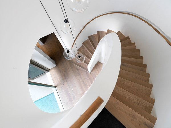 "The elliptical stair has ""balanced treads"", each tread originated from a moving centerpoint, providing an organic but natural and regular ascent © Justin Alexander   Photo 16 of The Pool House modern home"