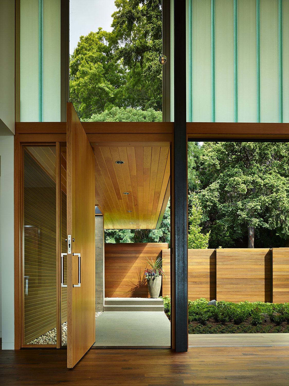 Courtyard House by DeForest