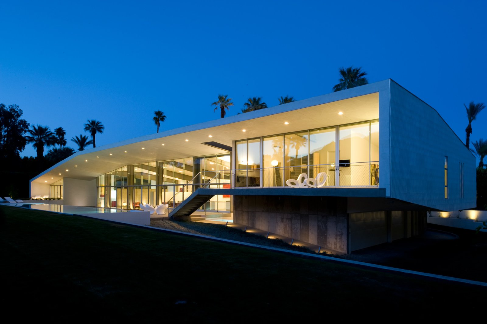 Desert Canopy House -- a wall of glass faces the mountains and the large overhang ... : canopy hyde park - memphite.com