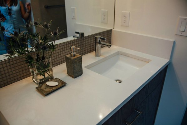 Modern home with bath room. Photo 4 of Simple Haus