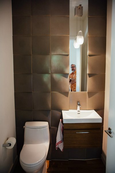 Modern home with bath room. Photo 14 of Simple Haus