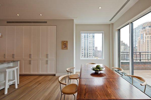 Midtown Duplex #NewYork #interiordesign #architecture #architects  #light #apartment #contemporary #modern #nyc #usa #design #nice #inspiration #designer #interiordesigner #furniture #interior #home #house #diningroom #kitchen #windows #views #balcony  Photo 3 of Midtown Duplex modern home