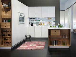 Kitchen News and Trends from Cologne - LivingKitchen 2017 - Photo 6 of 7 - The end unit is designed to be open and light as well as flexible in its use. On the rear panel there are system rails on which, alongside shelves, drawers and storage boxes for tins can also be hung.