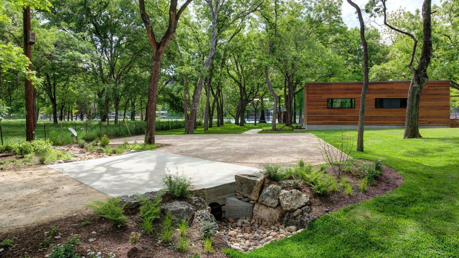 Lake Austin Cabin by un.box studio
