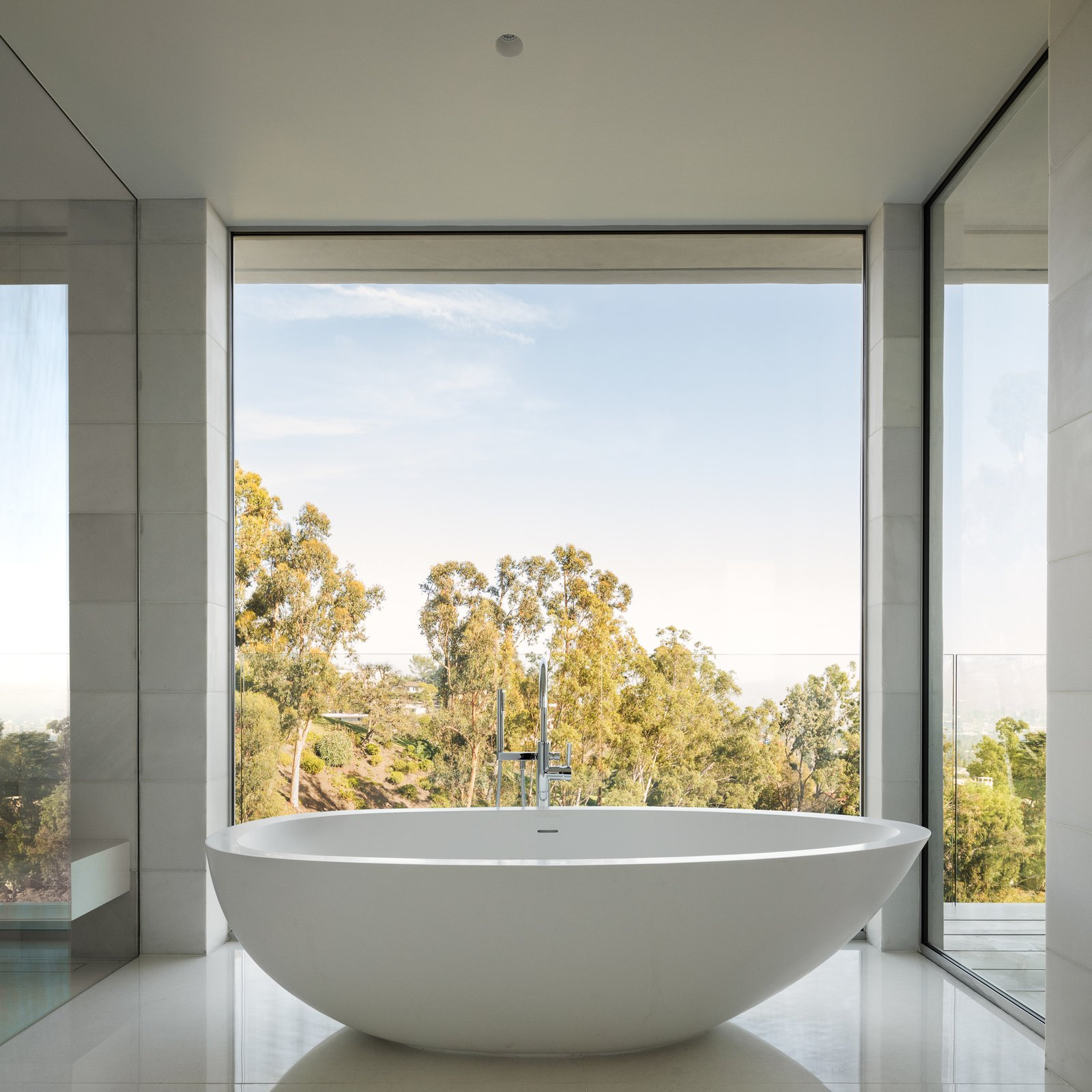 40 Modern Bathtubs That Soak In The View » Tim Ford