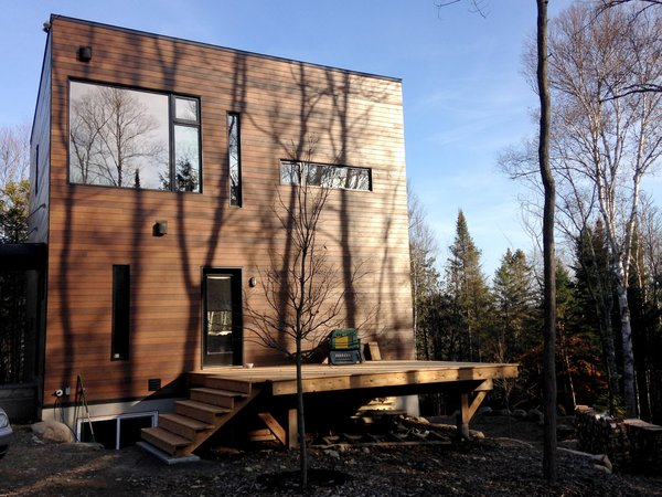 Photo 2 of Cubic house in the Laurentian forest modern home