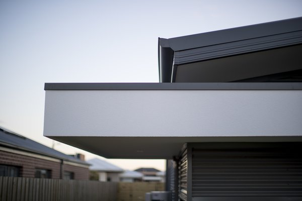 Cantilevered Canopy Photo 12 of Derbyshire modern home