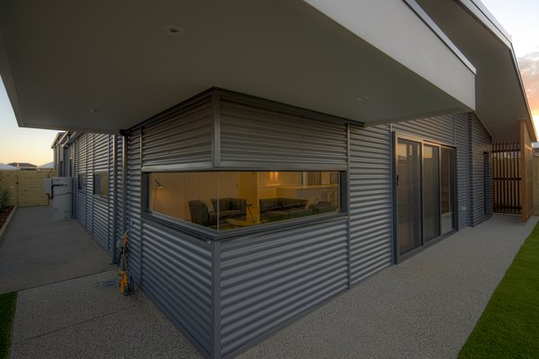 Cantilevered Canopy Photo 5 of Derbyshire modern home