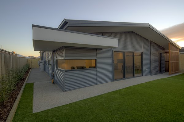 Cantilevered Canopy Photo 4 of Derbyshire modern home