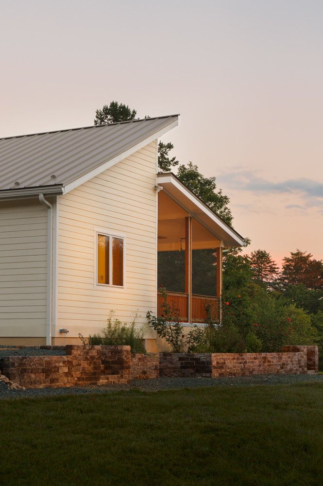 Prefabricated net-zero home by Deltec Homes