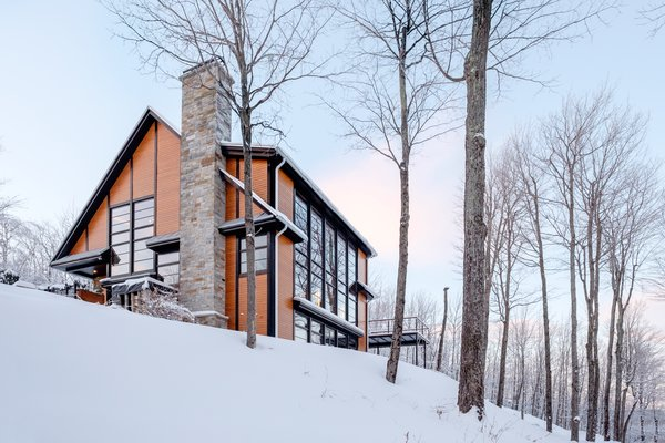 Photo  of Canadian Cottage with a view modern home