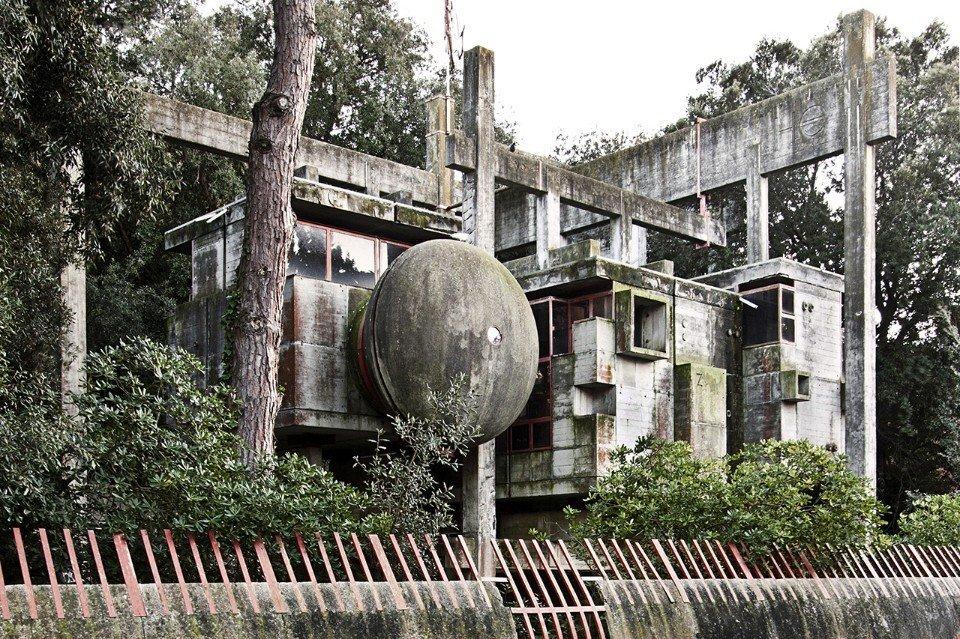 Giuseppe Perugini, Tree house, 1971. Fregene, Italy  Brutes by Deam + Dine
