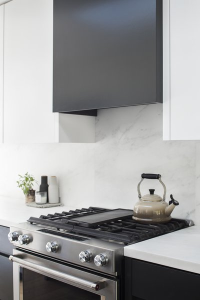 Modern home with kitchen. Photo 5 of Vista De la Cumbra