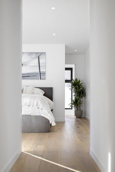 Modern home with bedroom. Photo 6 of Vista De la Cumbra