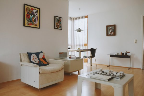 """Another view from the living room, showing Vitsoe 720 dining table and Braun """"kangaroo"""" audio table. Photo 2 of Philipp's Appartment modern home"""