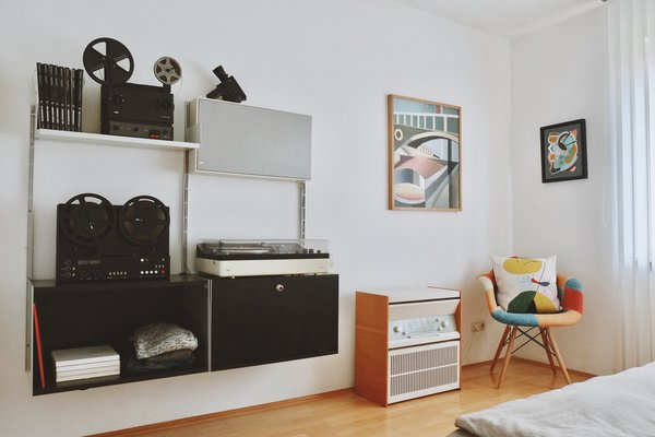 The bedroom also includes Vitsoe shelving with another Braun audio setup and the beautiful 1960 Braun Atelier 1 system which still works great. Photo 3 of Philipp's Appartment modern home