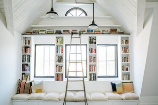 9 Home Libraries We All Want to Curl Up in This Weekend - Photo 5 of 18 - PHOTO: Josh Franer for Leanne Ford Interiors