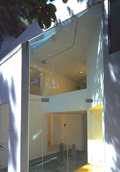 Glass doorway to garden, split level and balconies behind Photo 3 of Casa Lila modern home