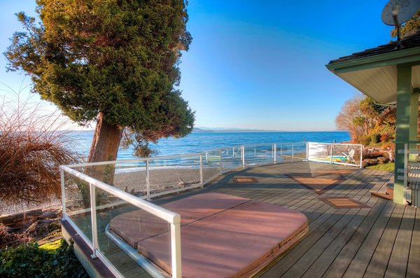 Photo 2 of Seattle-Area Waterfront modern home
