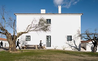 A Portuguese village reimagined as an architectural hotel by Eduardo Souto de Moura - Photo 3 of 15 -
