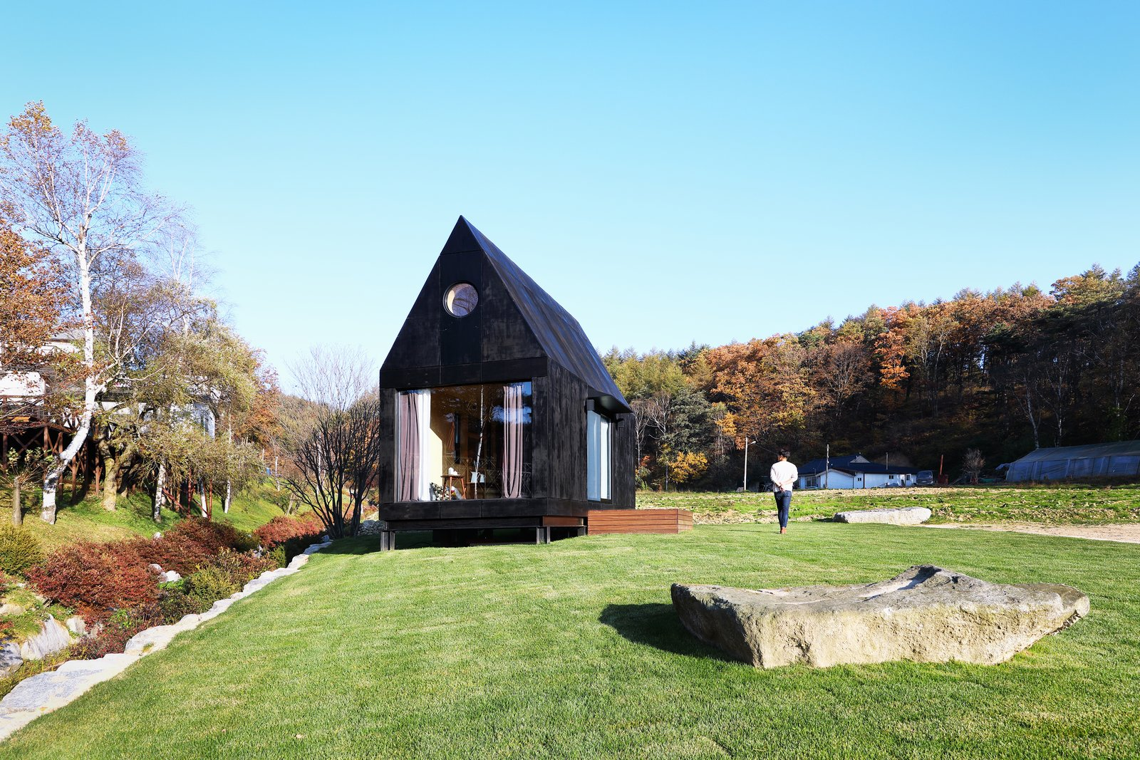 Tiny House Of Slow Town      Location         :  14-364, Hoenggye 5-ri, Daegwanryeong-myeon,                                 Pyeongchang-gun, Gangwon-do, Korea Architects       :  DNC ARCHITECTS , THEPLUS PARTNERS Area                   :  19.8m2