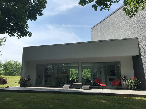 Modern home with kitchen. Living/kitchen/dinning/balcony and patio. Photo 2 of The Maher House