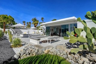 Donald Wexler Himself Helped Renovate This Palm Springs Prefab Rental - Photo 6 of 8 - Homeowner Jay Longtin served as the general contractor and performed the majority of the remodel work, aside from the outdoor floors, concrete, and pool, which were done by Architectural Blue.
