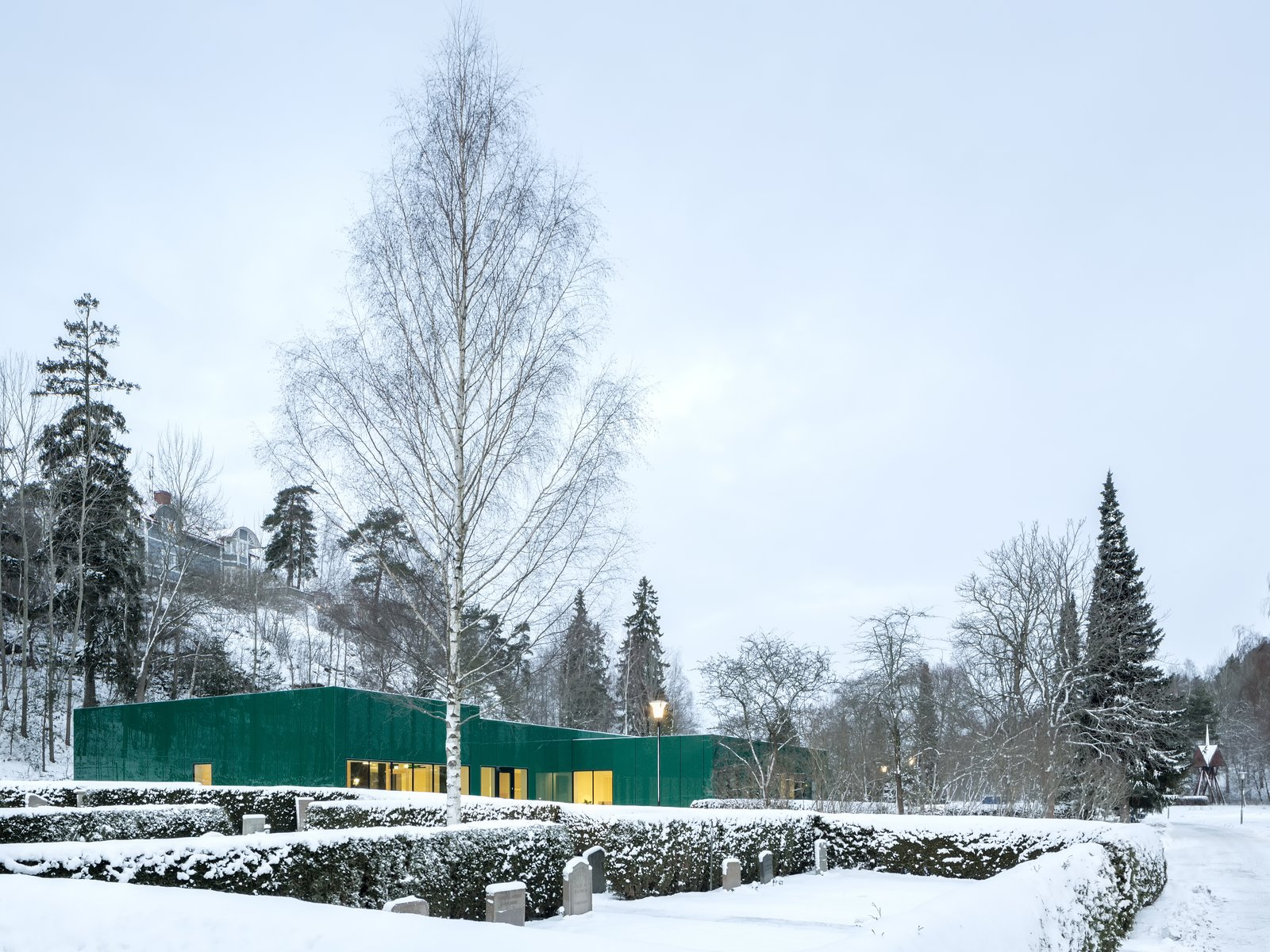 Wingårdhs developed a low-impact solution that would complement the garden surroundings of this administration center at Sundyberg Cemetery outside of Stockholm.