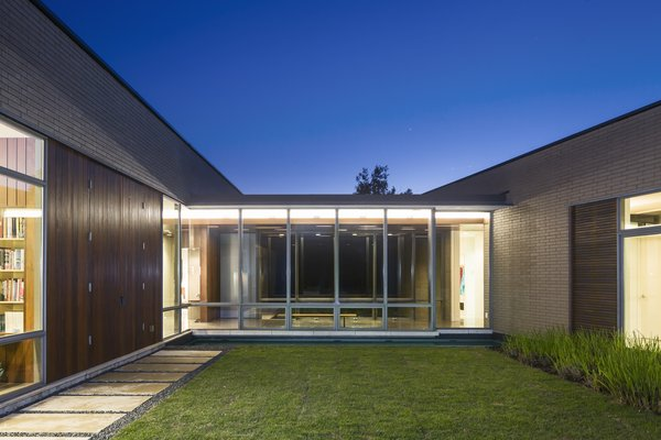 Photo 15 of Scout Island Residence - A Masterpiece by alterstudio modern home