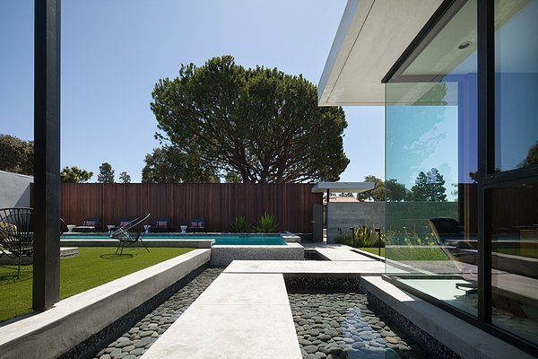 Photo 7 of Henbest House modern home