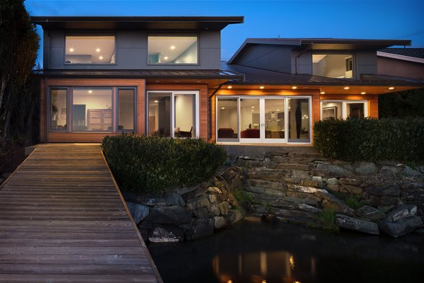 Exterior view of the Lakeside House. Photo  of The Lakehouse modern home