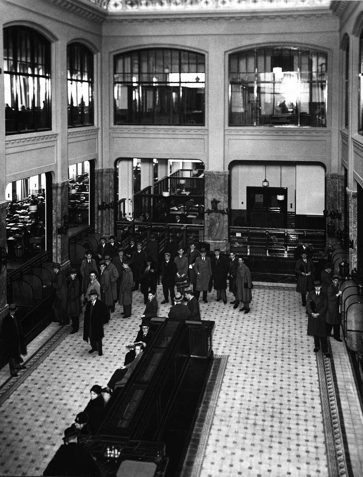 The large central bank hall. Circa 1932.