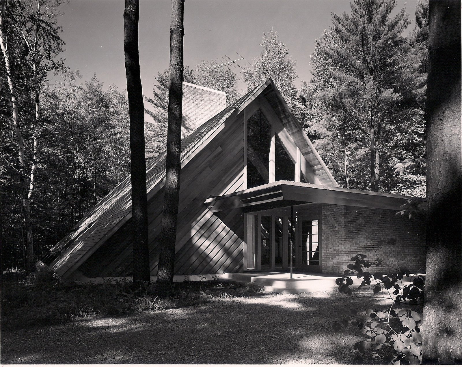 The Josephine Ashmun Residence by Alden B. Dow Tagged: Outdoor, Trees, Front Yard, Rooftop, Grass, Shrubs, Small Patio, Porch, Deck, Wood Patio, Porch, Deck, and Hanging Lighting.  The Josephine Ashmun Residence by Alden B. Dow Home and Studio -  Mid-Century Modern