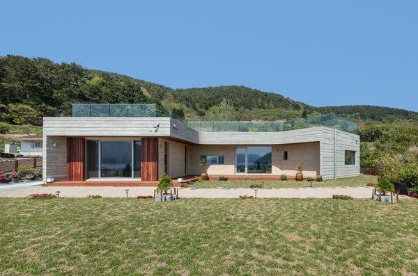 Photo 18 of Geoje House (迎海雅院) modern home