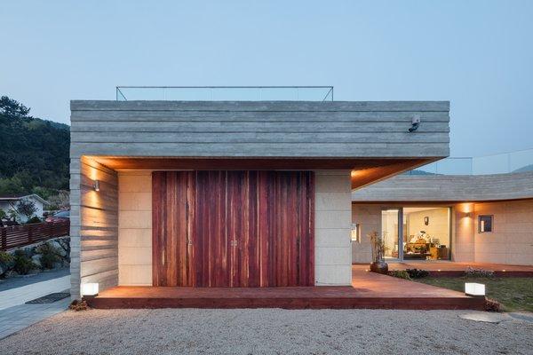 Photo 16 of Geoje House (迎海雅院) modern home