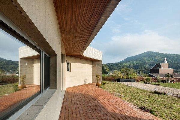 Photo 17 of Geoje House (迎海雅院) modern home