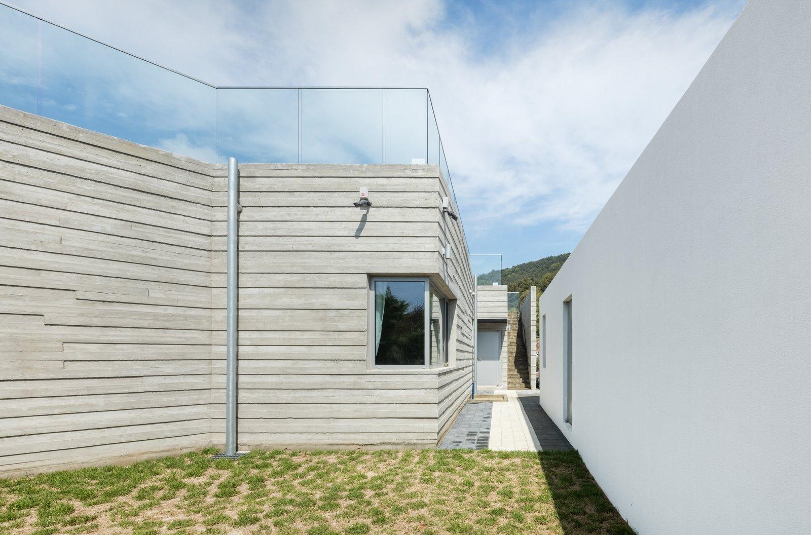 Geoje House (迎海雅院) by 2m2 architects