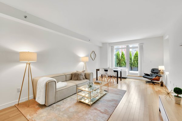 Photo  of Now showing for sale: Expansive residence with private terrace modern home