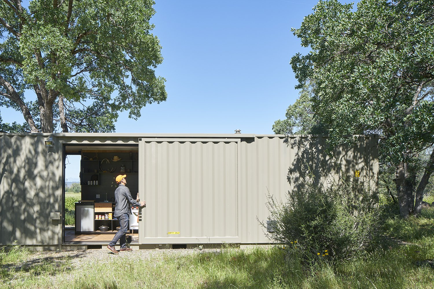 Container Cabin by YAMAMAR Design